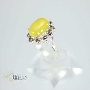 انگشتر زنانه عقیق زرد با حکاکی شرف الشمس + نگین مارکازیت کد 1031
